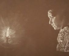 Vrouw in kaarslicht